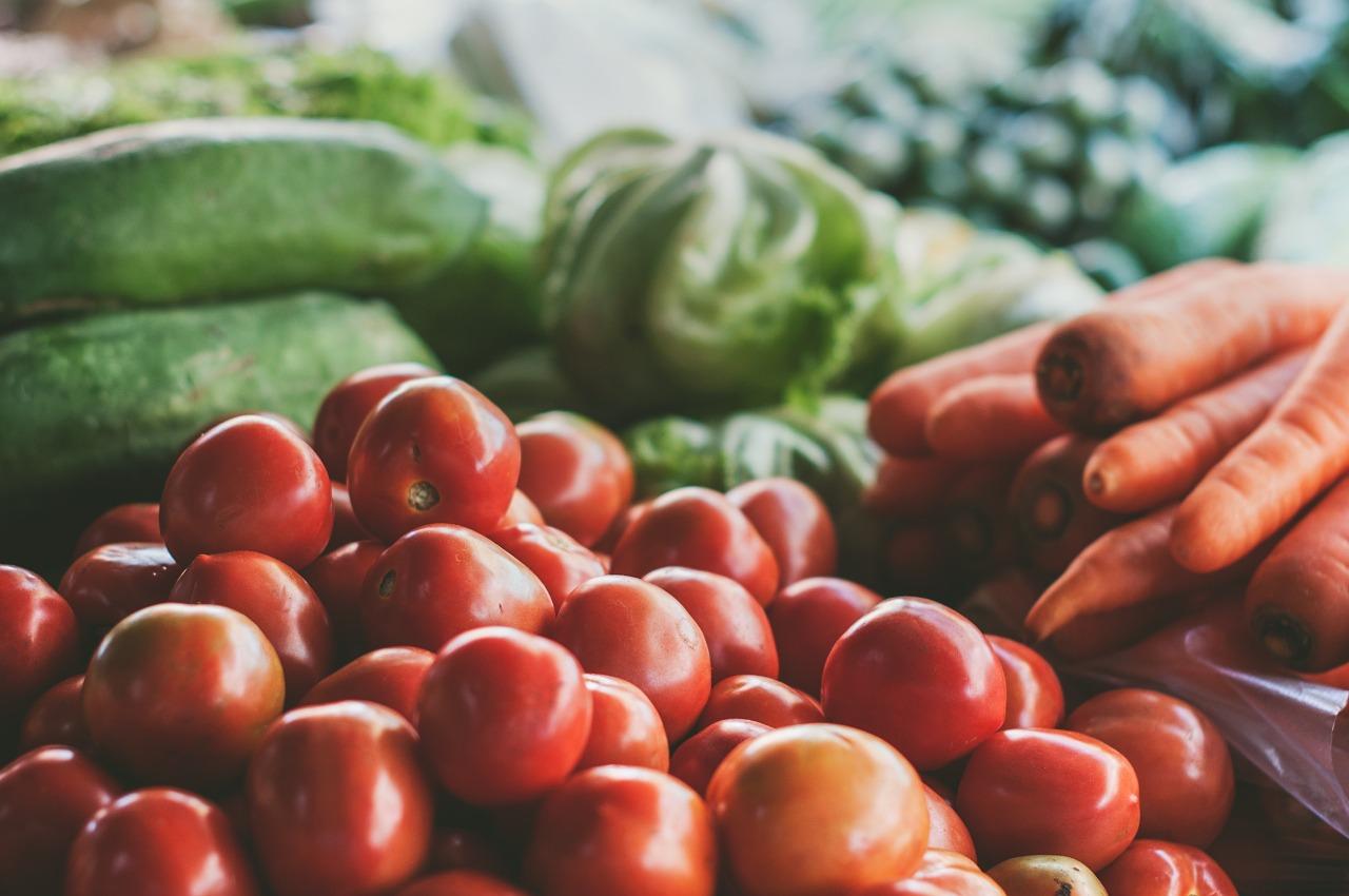 vegetables, tomatoes, carots